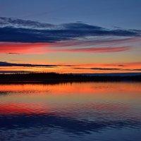 Закат на озере :: Леонид Чащин