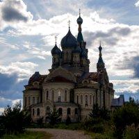 Храм в лучах заката :: Юрий Григорьевич Лозовой