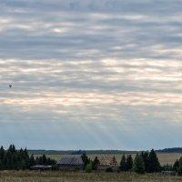 Вечернее небо с воздушным шаром :: Леонид Никитин