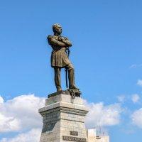 Памятник графу Н.Н. Муравьеву-Амурскому установлен на вершине утёса над Амуром. :: Виктор Иванович