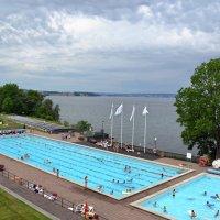 Открытый бассейн у озера :: Ольга