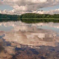 Озеро и облака. :: Владимир Гилясев