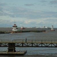 Финский залив, мореходный форватер, дамба :: tipchik