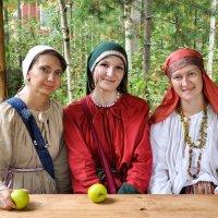 Три девицы и молодильные яблочки :: Наталья Жукова