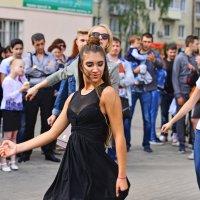 Уличные танцы. :: Тамара Бучарская