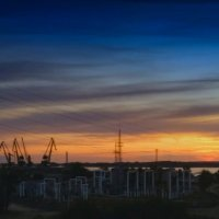 И порт молчит, и солнце село... :: Алексей Батькович