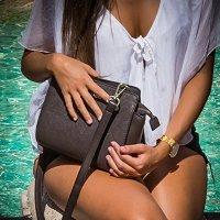 Рим,у фонтана Треви. И все таки есть! Есть нечто завораживающее в дамских сумочках!.. :-) :: Олег Семенов