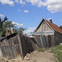 Забор у нерадивого хозяина :: Галина
