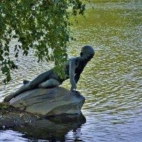"""Скульптура""""Мальчик пускающий кораблик""""... :: Sergey Gordoff"""