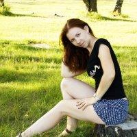 девушка на пеньке :: Дарья Мелентьева
