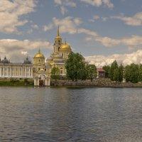 Ни́ло-Столобе́нская пу́стынь на Селигере :: Владимир Демчишин