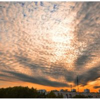 закатное небо над городом :: Евгений Фролов