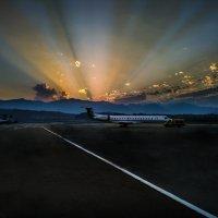 Рассвет в аэропорту :: Александр Валяев