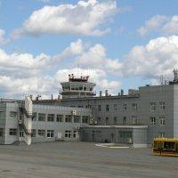 Здание аэровокзала города Южно-Сахалинск :: Dmitriy Lebedev