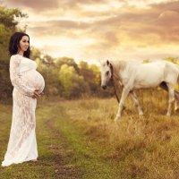 беременяшка на прогулке в поле :: Елена ПаФОС