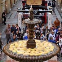Дыни плещутся в фонтане. :: Татьяна Помогалова