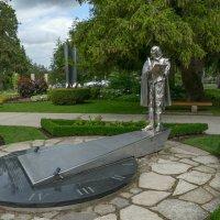 Памятник В.Шекспиру перед Фестивальным Театром г. Стратфорд (Канада) :: Юрий Поляков