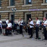 Полицейский оркестр Гамбурга. У здания  Ратуши :: Nina Yudicheva