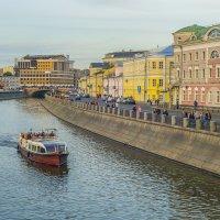 Москва, вид на Овчинниковскую набережную :: Игорь Герман