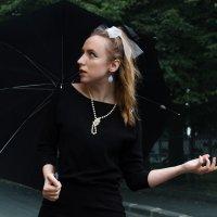 Девушка с зонтом :: Алексей Корнеев