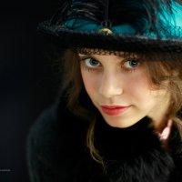 Девушка в шляпке... :: Алексей Зауральский