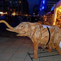 Blaue Nacht Hamburg. Elefant :: Nina Yudicheva