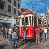 Знаменитый красный трамвай на Истикляль авеню :: Ирина Лепнёва