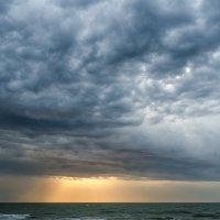Кирилловка море перед дождем :: Александр