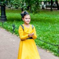 Девочка в жёлтом. :: Александр Лейкум