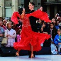 Танцы на улице !!! :: Николай Кондаков
