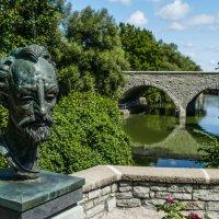 Памятник Шекспиру в одноименном саду (г.Стратфорд, Канада) :: Юрий Поляков