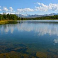 Озеро в горах. :: Валерий Медведев