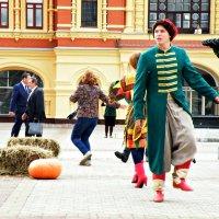 Танцующая ярмарка... :: Андрей Головкин