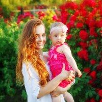 В розовом саду :: Юлия Роденко
