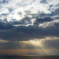 Море. Солнце за облаками. :: Олег Николаев