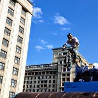 Дертджампинг напротив Госдумы ! :: Анатолий Колосов