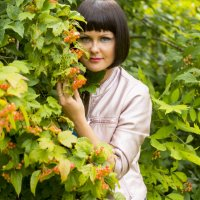 девушка с калиной :: Светлана Бурлина