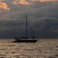 Проплывая мимо туч вечерних :: Владимир Гилясев