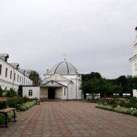 Двор Свято-Никольского монастыря :: Тамара Лисицына