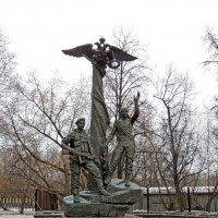 Памятник воинам десантникам у музея. Центральный музей вооружённых сил. :: Александр Качалин