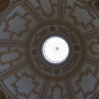 Роскошный декорированный лепниной купол над Парадной лестницей :: Елена Павлова (Смолова)