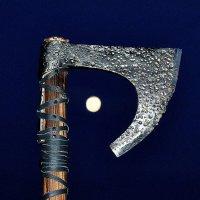 Топор и луна :: Владимир Дмитриев