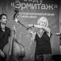 Ну сейчас, сейчас, сейчас нам откроет тайны джаз! :: Ирина Данилова