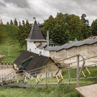 монастырские стены :: юрий карпов