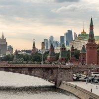Вид с моста парка Зарядье :: Андрей Холенко