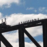Люди на мосту. Мост Сиднейской Гавани (Sydney Harbour Bridge) :: Tatiana Belyatskaya