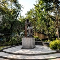 Памятник Марине Цветаевой в Борисоглебском переулке :: Анатолий Колосов