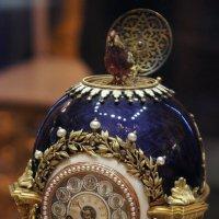 Экспонат Синей гостиной. Яйцо «Часы» Николая II, подаренное матери :: Елена Павлова (Смолова)