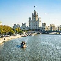 """Москва, вид из парка """"Зарядье"""" на Москва-реку :: Игорь Герман"""