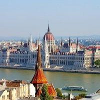 Здание венгерского парламента в Будапеште :: Денис Кораблёв